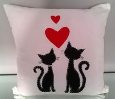 COJINES Diy Arts And Crafts, Felt Crafts, Sewing Pillows Decorative, Cushion Embroidery, Paper Flowers Craft, Cat Pillow, Crochet Cushions, Pillow Fabric, Baby Pillows