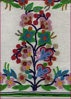 Swampy Cree and Ojibway beadwork Indian Beadwork, Native Beadwork, Native American Beadwork, Flower Patterns, Beading Patterns, Beading Ideas, Loom Beading, Textiles, Beadwork Designs