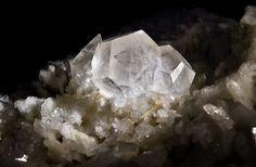 Calcite sur Dolomite Mine de Talc de Trimouns, Luzenac, Ariège, France Taille=1.5 cm