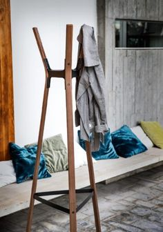 Steelwood Coat Stand American Walnut with Black Joints by Magis Design Chair Design, Furniture Design, Furniture Showroom, Furniture Stores, Air Chair, Interior Design Process, Standing Coat Rack, Garment Racks, Coat Stands
