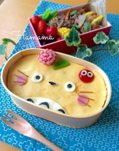 オムライスで♡トトロのお弁当|[暮らしニスタ] 暮らしのアイデアがいっぱい♪ Cute Lunch Boxes, Bento Box Lunch, Bento Recipes, Baby Food Recipes, Bento Ideas, Easy Meals For Kids, Kids Meals, Bento Kawaii, Bolo Tumblr