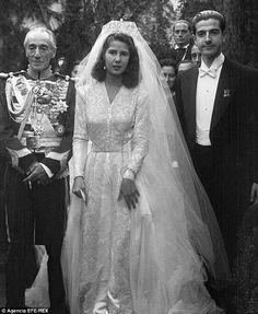 Weddings Discover The Duchess of Alba - obituary The Duchess of Alba on her marriage to Don Pedro Luis Martínez de Irujo y Artacoz 1947 Royal Wedding Gowns, Royal Weddings, Wedding Bride, Wedding Dresses, Wedding Attire, Royal Brides, English Royalty, Famous Couples, Royal Jewels