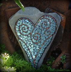 Heart mosaic using tempered glass mosiac pieces and beads (on field stone) Mosaic Crafts, Mosaic Projects, Mosaic Art, Mosaic Glass, Mosaic Tiles, Tiling, Stained Glass, Garden Crafts, Garden Projects