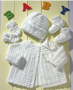 Here is the perfect knit layette for a new baby. Gorgeous lace patterned jacket and accessories will welcome any newborn to 12 month old. The round yoke jack(...)