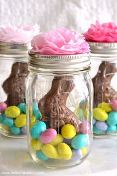 It's Easter time! These adorable Easter mason jar ideas will have your back this Easter. Not only are these ideas super cute, they are also EASY to do! No need to look any further for Easter crafts, decor and gifts - you can find them all right here! Ostern Party, Diy Ostern, Homemade Easter Baskets, Easter Birthday Party, Spring Birthday Party Ideas, Bunny Birthday, Spring Party, Hoppy Easter, Easter Bunny