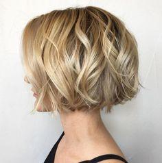 Jaw-Length Wavy Blonde Bob feines haar blond 100 Mind-Blowing Short Hairstyles for Fine Hair Wavy Bob Hairstyles, Thin Hair Haircuts, Haircut Short, Pixie Haircuts, Thin Hair Bob Haircut, Crop Haircut, Gorgeous Hairstyles, Trendy Haircuts, Dress Hairstyles