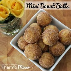 Last week I brought to you my Banana Bread Bites recipe which was created with the help of a Cake Pop maker. Well I decided I should probably provide more rec Keto Donuts, Mini Doughnuts, Cinnamon Donuts, Doughnut Ball Recipe, Mini Donut Recipes, Lunch Box Recipes, Snack Recipes, Lunchbox Ideas, Snacks