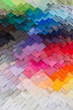 Maud Vantours es una artista visual que utiliza el papel como material para crear el ingenioso diseño de patrones tridimensionales