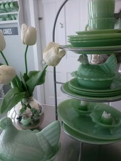 My farmhouse kitchen, def getting jadeite to add color. Vintage Dishes, Vintage Kitchen, Vintage Bowls, Vintage Green, Vintage Decor, Green Milk Glass, Chandeliers, Antique Glassware, Antique Lamps