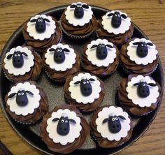 These Shaun The Sheep Cupcakes Would Be Great With Green Icing Underneath For Grass! Sheep Cupcakes, Animal Cupcakes, Easter Cupcakes, Easter Cookies, Fun Cupcakes, Cupcake Cakes, Shaun The Sheep Cake, Timmy Time, Mini Cakes
