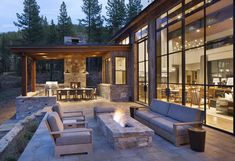 Stunning mountain home in Lake Tahoe evokes contemporary barn feeling Designed by Walton Architecture, this contemporary rustic mountain home is located in Martis Camp, a community in Lake Tahoe, California. Mountain Home Exterior, Modern Mountain Home, Mountain Homes, Modern Lake House, Contemporary Barn, Contemporary Landscape, Contemporary Architecture, Landscape Design, Custom Home Builders