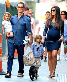 Google Afbeeldingen resultaat voor http://www.usmagazine.com/uploads/assets/articles/55474-pregnant-camila-alves-flaunts-baby-bump-on-a-walk-with-matthew-mcconaughey-kids-/1346087064_mcconaughey-467.jpg