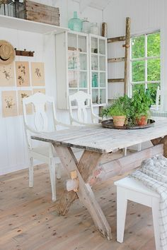 Vibeke DESIGN: A parte retrospettiva gennaio 2016 Country Farmhouse, Farmhouse Table, Country Decor, Vibeke Design, Dere, Outdoor Living, Outdoor Decor, Cozy Cottage, Shed Plans