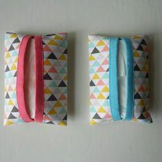 Etuis à mouchoirs en tissu petits triangles  (vendus)