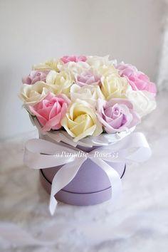 🖤5 причин приобрести букет на мыльной основе🌹 ⠀ 1⃣Замечательный и необычный подарок на все случаи⠀ 2⃣Цена как у живых, а простоят не один год-практично⠀ 3⃣Букеты не требуют ухода⠀ 4⃣Идеально подойдет в интерьер дома/студии/салона⠀ 5⃣У розочек приятный ненавящевый аромат ⠀ Для бронирования и заказа пишите в Директ или по ссылке в шапке профиля ☎8-904-959-66-64 ⠀ Colorful Roses, Soap, Flowers, Gifts, Wedding, Rose Arrangements, Purple Flowers, Soaps, Women