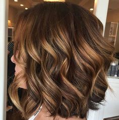 68 ideas hair color caramelo brunettes carmel highlights for 2019 Ombre Hair Color For Brunettes, Brown Hair Colors, Medium Hair Styles, Curly Hair Styles, Hair Color And Cut, Hair Highlights, Carmel Highlights, Brunette Hair, Gorgeous Hair