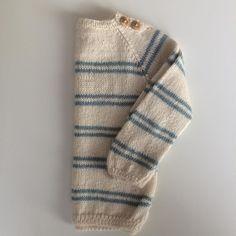 «Done:-) Sigurdgenseren er ferdig og klar for avreise.  #sigurdgenser #klompelompe #babyalpakkasilk #babystrikk #barnestrikk #sommerstrikk#knitting…»