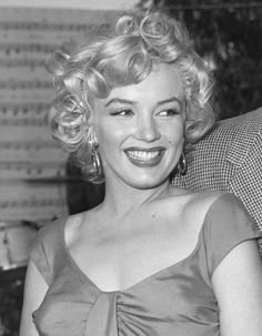 marilyn monroe hair pictures | ALL ABOUT MARILYN MONROE | Hair