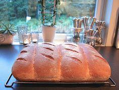 HEGEMOR.COM: Hjemmebakt brød - aldri feil! Cooking Recipes, Baking, Food, Bakken, Bread, Backen, Recipes, Reposteria
