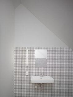 Clean and simple bathroom lavatory. Family House in Klokočná / Studio pha