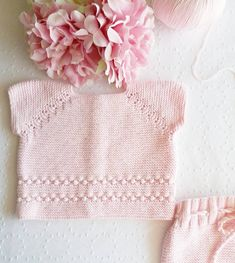 """86 Me gusta, 8 comentarios - Taller de ropa de bebé-niños (@unaovejaenlasnubes) en Instagram: """"Jersey rosa bebé para Anita... 🌸🌸🌸 #unaovejaenlasnubes #algodon #handmade #hechoamano #jerseyguindas"""""""