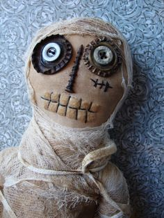 Halloween Folk Art Primitive Creepy Doll by mayra primative halloween Halloween Doll, Halloween Projects, Fall Halloween, Halloween Magic, Creepy Halloween, Zombie Dolls, Voodoo Dolls, Primitive Folk Art, Primitive Snowmen