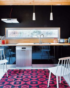 Sleek and Natural Wooden Kitchen Design Ideas Wooden Kitchen, New Kitchen, Kitchen Dining, Kitchen Decor, Dining Area, Dining Room, Cabin Design, Küchen Design, House Design