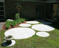 how awesome is this front walkway made of concrete circles?