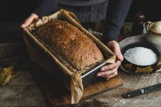 Hľadáte recept na domáci chlieb? Tento recept na špaldový domáci chlieb je jednoduchý a upečený chlebík je sýty, chrumkavý a a skrátka dobrý. A váš. Tiramisu, Banana Bread, Food And Drink, Cooking Recipes, Sweets, Meals, Baking, Ethnic Recipes, Desserts