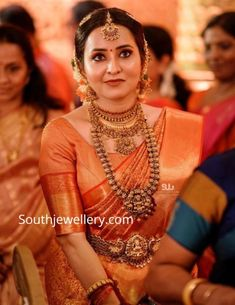 Kerala Bridal Saree Collections Designs 2017 Pictures So if you are planning your wedding dress in Kerala then do have a look on these latest Collection of Bridal Sarees of Kerala Jewellery, South Indian Jewellery, Indian Jewellery Design, Temple Jewellery, Jewellery Designs, Indian Jewelry, Jewellery Photo, Latest Jewellery, Kerala Saree