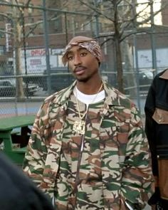Tupac Shakur movie: above the rim Death Cab For Cutie, 90s Hip Hop, Hip Hop Rap, Mode Gangster, 2pac Makaveli, Tupac Pictures, Tupac Photos, Band T Shirts, Tupac Art