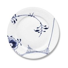Royal Copenhagen Blue Fluted Mega Dinner Plate #2 ($140) ❤ liked on Polyvore featuring home, kitchen & dining, dinnerware, royal copenhagen dinnerware, blue porcelain dinnerware, porcelain dinnerware, blue dinnerware and royal copenhagen