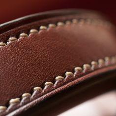 Sacoche – étui horizontal pour boules de pétanque – modèle réf. #PH1-M Leather Bags Handmade, Leather Craft, Quiver, Leather Pouch, Baggage, Creations, Illustration, Crafts, Leather