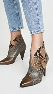 Isabel Marant - Archenn Booties Source by AshleyJenseen de mujer botines Cute Shoes, Me Too Shoes, Stiletto Heels, High Heels, Shoe Boots, Ankle Boots, Winter Shoes, Isabel Marant, Designer Shoes