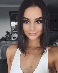 Gorgeous natural makeup and bob hairstyle inspiration. #hair #hairstyle #bob #haircut #beauty #makeupaddict #makeup #fabfashionfix