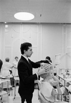 Beauty salon in Saks Fifth Avenue, New York, (Alfred Eisenstaedt. 1960)