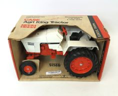 1/16 Case Agri King Tractor w/ fenders by ERTL in Old Case box.