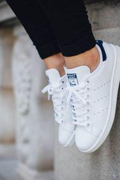 big sale b71df ddc8a Definitivamente los zapatos son unas de las piezas más importantes del look  de una mujer. Adidas Stan Smith ShoesAdidas ...