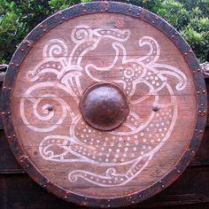 Viking Shield by Malla Viking Shield, Viking Warrior, Viking Garb, Viking Designs, Viking Culture, Viking Life, Norse Symbols, Norse Vikings, Asatru
