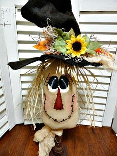 Handpainted Primitive Autumn Fall Scarecrow Make Do Doll.All Sewn. Scarecrow Face, Scarecrow Crafts, Fall Scarecrows, Halloween Crafts, Holiday Crafts, Halloween Painting, Easy Fall Crafts, Fall Diy, Primitive Autumn