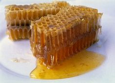 When I was a kid I loved eating honeycomb and then chewing the wax:) Food Nutrition Facts, Nutrition Tips, Proper Nutrition, Honey Butter, Raw Honey, Honey Bees, Honey Food, Butter Sauce, Superfood