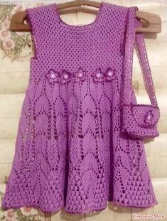 За три дня связалось платьюшко для Николь, внучки моей приятельницы. Еще и на сумочку для юной леди хватило. Завтра буду вручать.