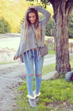 Grey sweater outfit, Look con sueter gris Swag Outfits, Casual Outfits, Cute Outfits, Back To School Outfits, College Outfits, Teen Fashion, Winter Fashion, Fashion Outfits, Fashion Clothes