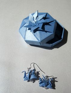 Origami Earrings + Origami Octagon Box = Cute Origami Present - if you like it, like us: https://www.facebook.com/ArsOrigami