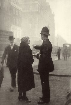 Jacques Henri Lartigue - Bibi with a London Policeman. Antique Photos, Old Photos, Vintage Photos, Roaring Twenties, The Twenties, Vintage Photography, Street Photography, White Photography, Yvonne Printemps