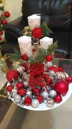 100 Creative Christmas Decor for Small Apartment Ideas Which Are Merry & Bright - Hike n Dip - - Even if you have a small Apartment, you can decorate it for Christmas. Here are Christmas Decor for Small Apartment ideas, that are cheap & budget friendly. Wooden Pallet Christmas Tree, Small Christmas Trees, Christmas Frames, Christmas Candle Decorations, Christmas Candles, Holiday Decor, Decoration Table, Apartment Ideas, Bright