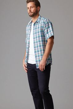 Crafted in a soft and breezy linen and cotton blend this short sleeve shirt features a fresh check design. Cut in our modern block the shirt is finished with a chest front pocket and branded Wild South buttons. Complete this summer look with a pair of our chino shorts.