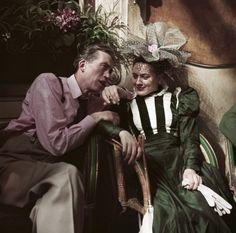 ROBERT CAPA | John Huston en el  café Les Deux Magots durante la película  Moulin Rouge, Paris, 1952.