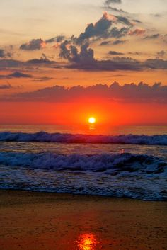 Beautiful Sunset Over Emerald Isle, North Carolina Beautiful Sunrise, Beautiful Beaches, The Ocean, Ocean Sunset, City Sunset, Belle Photo, Pretty Pictures, Beautiful World, Wonders Of The World