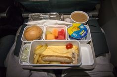 Frühstück Cathay Pacific Economy Class im Airbus A350. #cathaypacific #economyclass #review #airbus #airbusa350 #travel #travelling #review #reiseblogger #hongkong #airplane #breakfast #planefood